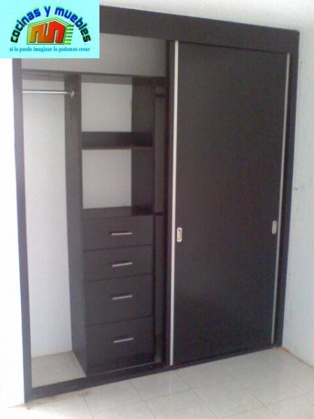Closets tradicional closets economicos closets minimalistas for Puertas para closet minimalistas